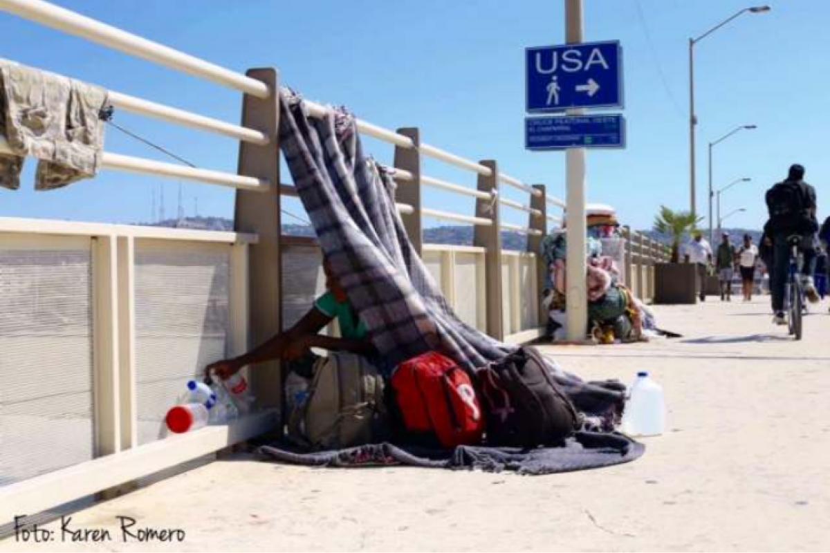 Foto: Karen Romero. Familias enteras desplazadas por la violencia, que se ve obligadas a dormir en la calle.