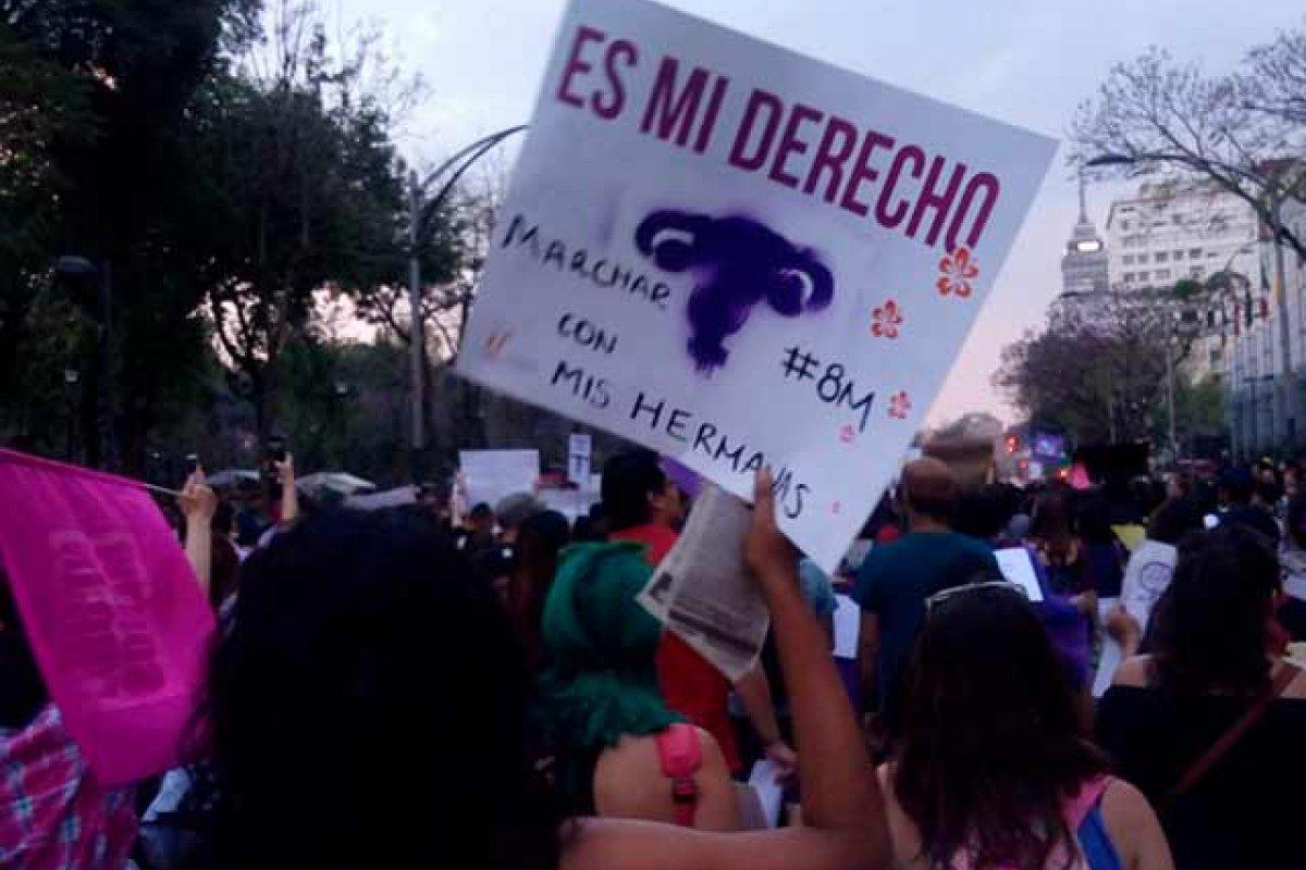 ¿Es que acaso en México no hay disparidad de salarios o de puestos entre hombres y mujeres?