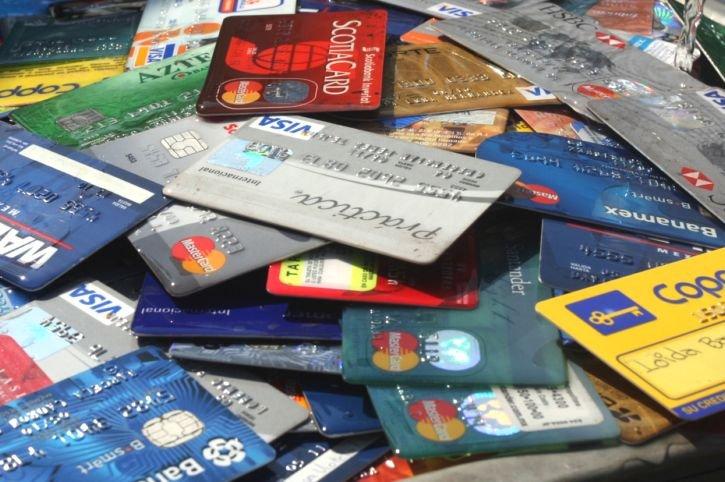 En abril del 2013 los bancos otorgaron 15% más de crédito que en abril del año anterior a través de tarjetas de crédito, para un total 230 mil 815 mdp.