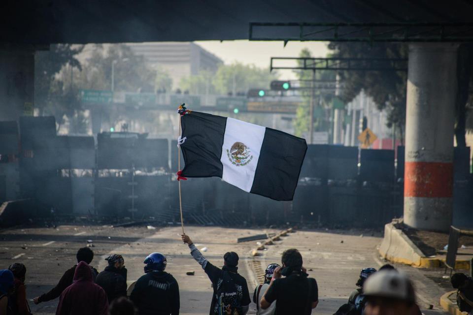Solo una de cada tres personas en México prefiere la democracia por encima de otro tipo de sistema de gobierno.
