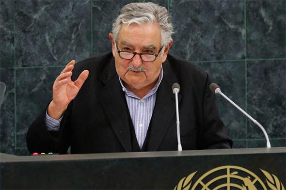 Reformas sin costo financiero que hacen feliz a la población son cualidades del gobierno de José Mujica.