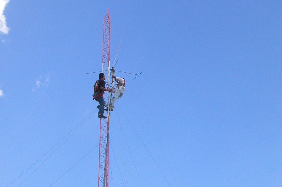 Las torres de comunicación inalámbricas, de difusión y redes de sistemas de antenas distribuidas son su especialidad.