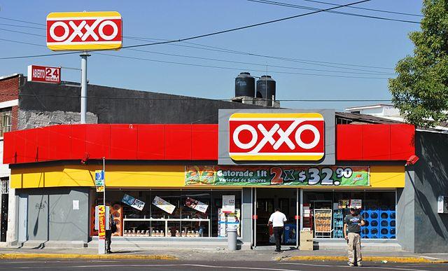 El ticket de compra promedio en OXXO cayó y ahora bebidas y alimentos preparados constituyen la nueva apuesta.