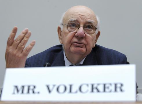 """El 10 de diciembre se publicó la """"Regla Volcker"""" en la que se establecieron excepciones para la banca en inversiones en deuda soberana."""