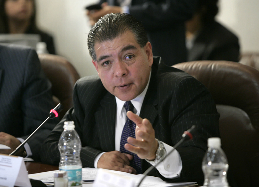"""""""La CNBV debe cuidar que los bancos no quiebren, yo debo cuidar que las personas no quiebren"""", dice el ombudsman de los consumidores financieros."""