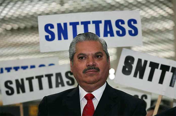 La condición es que los representantes sindicales se desistan de su demanda de patrón sustituto.