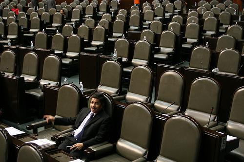 """Se presentaron reservas a 48 artículos de la Ley Telecomunicaciones y Radiodifusión, pero todas se desecharon en la """"discusión""""."""