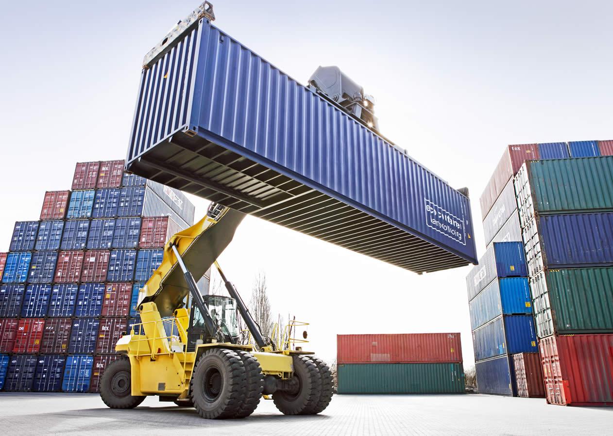 El déficit comercial de EU fue 15% más del pronosticado por los analistas.