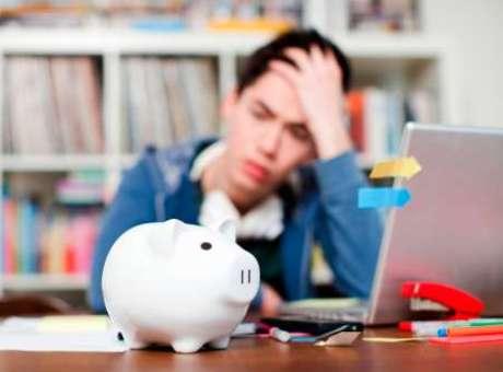 El 56% de jóvenes llega a fin de mes sin dinero, y 9% se ve obligado a pedir préstamos informales.