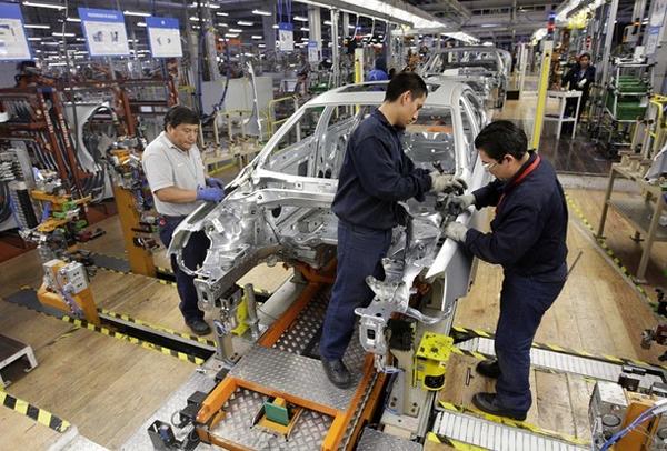 El sector de fabricación de equipo de transporte registró el mayor crecimiento de personal ocupado anual en abril con un 9.1%.