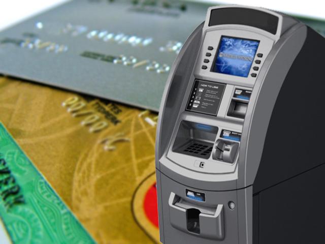 En la actualidad se cobra entre 20 y 35 pesos por retirar dinero en cajeros de bancos distintos al del usuario.