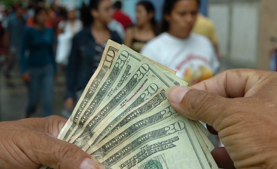 Las remesas cobran importancia para el crecimiento económico del país ante la caída de los ingresos petroleros.