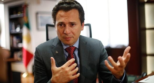 El director de la petrolera asegura que no depende de Pemex o el gobierno disminuir el costo del combustible.