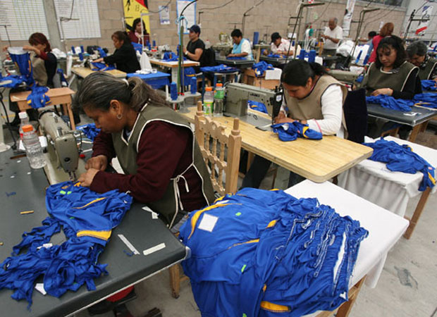 Durante junio aumentó 2.5% el personal ocupado en la industria, y los salarios avanzaron 1.3%.