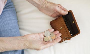 Un trabajador pensionado en México que ganaba 8 mil pesos o menos, recibirá sólo 24.7% de ese monto, es decir, alrededor mil 600 pesos al mes.