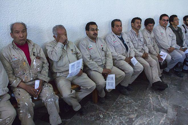 De manera extraoficial se ha informado que para lograr la reestructura de Pemex se necesita despedir entre 20 y 25 mil trabajadores.