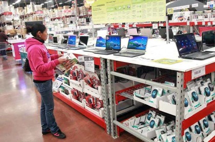 En el mes de junio los mexicanos compraron menos computadoras, artículos de papelería y de entretenimiento.