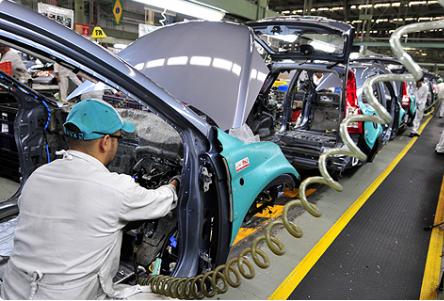 Las compañías automotrices pagan salarios 30% por arriba del promedio y tienen mayor productividad, sostuvo el director de Bancomext.