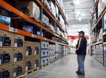 El subíndice que mide la posibilidad de las familias para comprar bienes durables -muebles, televisor, lavadora u otros- decreció 10.3%.