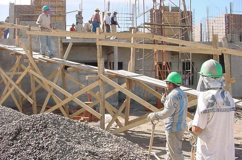 La construcción a la cabeza con una expansión de 3.5% anual en julio, seguida de la industria manufacturera con 3.4%