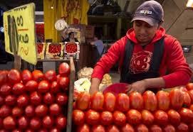Los precios del jitomate registraron el mayor alza con 11.32% y tuvo una incidencia de 0.37%en la inflación general.