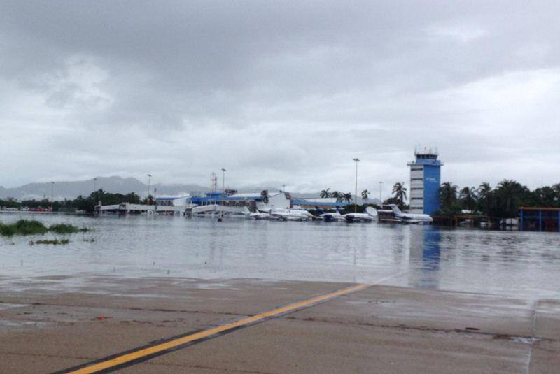El aeropuerto de Acapulco reportó una caída en el tráfico de pasajeros de 9.6% en el tercer trimestre debido a la implementación del puente aéreo por el huracán Manuel en 2013.