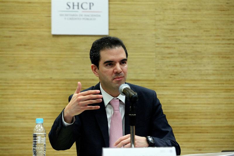 Hacienda no es ajena a las críticas que se han planteado desde el sector privado en torno a un mayor déficit público, sostuvo Ernesto Revilla.