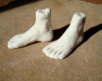 México luce como un gigante con pies de barro, recordando aquella estatua que soñó el rey caldeo Nabucodonosor que con cabeza de oro y pectorales de plata, le sostenían unos pies de barro que presagiaban su derrumbe.