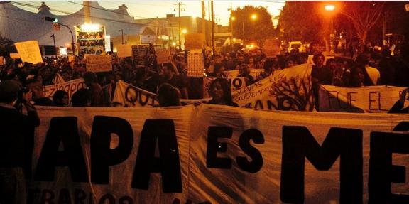 Ayotzinapa, Tlatlaya, la Casa Blanca, incertidumbre económica y una oposición sin reacción ensombrecen el panorama mexicano. (Foto: Twitter de Jan Martínez, corresponsal de El País).