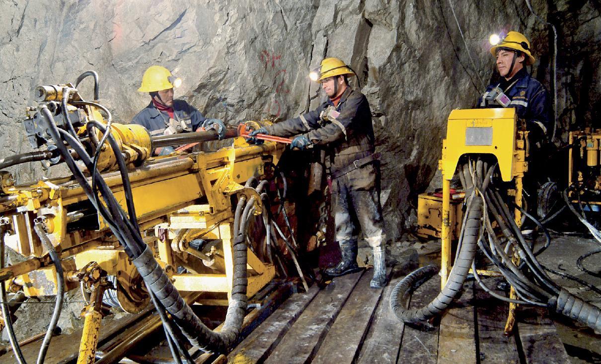 La minería fue el sector de la industria que registró el peor comportamiento con una caída de 1.8% de enero a noviembre del 2014 a comparación anual.