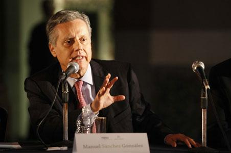 La apreciación del dólar amenaza la expectativa de inflación 2015, según el subgobernador de Banxico, Manuel Sánchez.