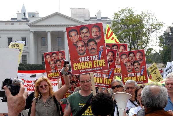 Sólo el 34% de los estadounidenses no apoya el término del embargo comercial, según el Pew Research Center.