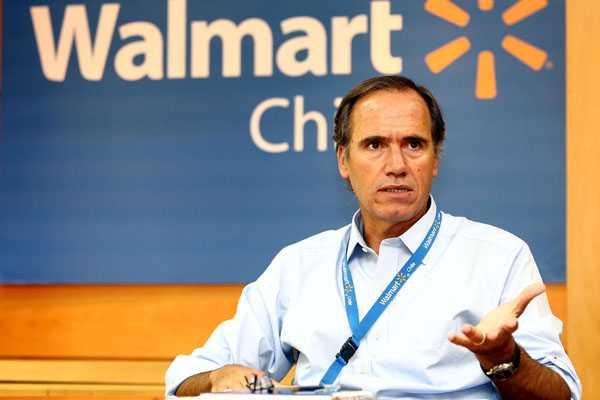 Enrique Ostalé suplió en enero a Scot Rank al frente de Walmart.