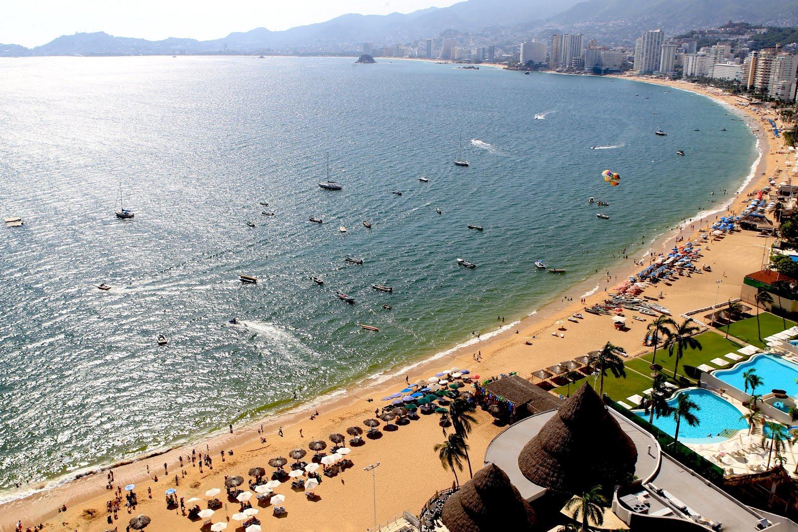 Según los datos, la bahía pasó de recibir 4.63 millones de turistas en 2013 a 4.59 millones al cierre de 2014: una variación negativa del 0.9%.