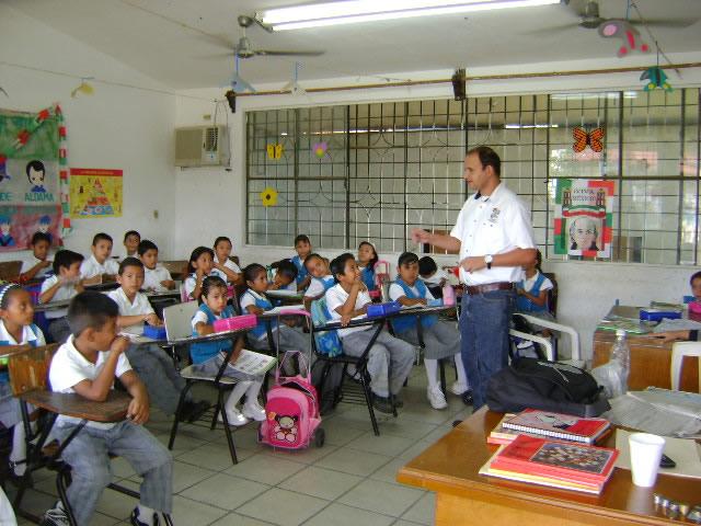 El estudio está basado en un examen de conocimientos sobre el idioma aplicado a 504 docentes de escuelas públicas en centros urbanos.