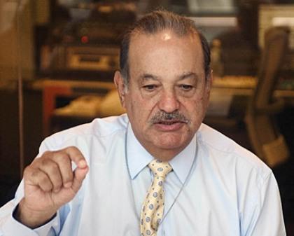 En México la utilidad del empresario Carlos Slim Helú cayó 78% trimestral en los últimos tres meses del 2014, principalmente por la depreciación del peso frente al dólar.