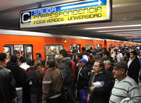 Aunque México tiene una de las tasas de desempleo más bajas de la OCDE, la ocupación en el sector informal aún es considerablemente alta.