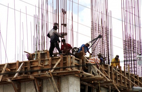 Aunque cayó el costo de la mano de obra, no disminuyó la productividad en el sector de la construcción y el manufacturero.