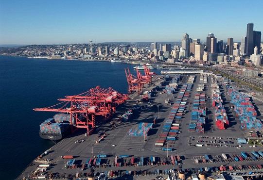 La congestión de los puertos de la costa oeste de Estados Unidos ha obstaculizado la actividad manufacturera en los últimos meses.