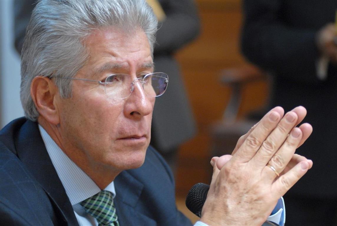 La gestión de Gerardo Ruiz Esparza al frente de la SCT ha sido perseguida por el escándalo.