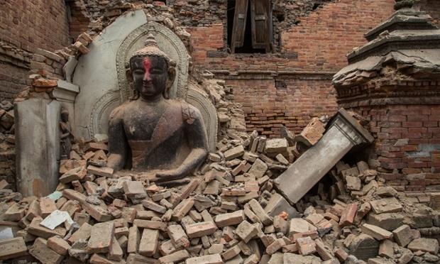 El temblor de magnitud de 7.9 en escala de Richter ha dejado más de 3,000 muertos.