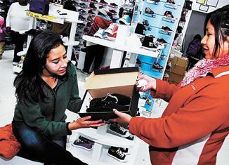 El comercio al por mayor,registró un ligero aumento del 1% debido a la venta de productos textiles y calzado