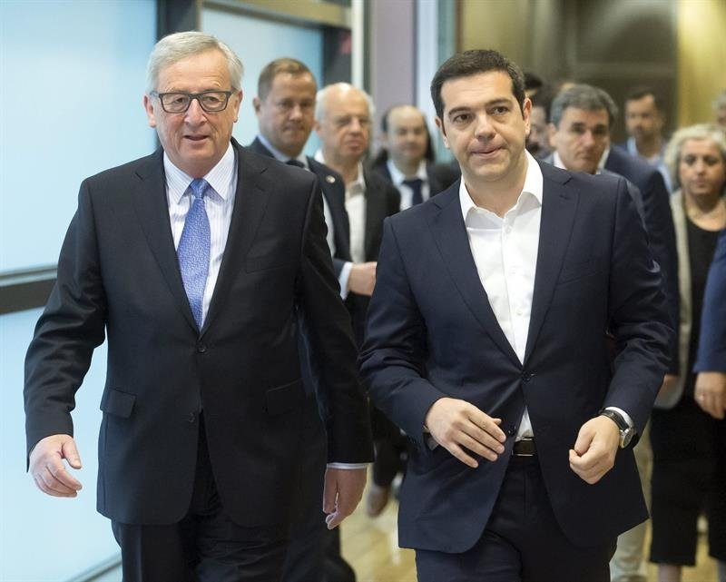 El domingo el primer ministro griego, Alexis Tsipras, anunció medidas de control de capitales en el país por lo que los bancos no abrieron este lunes ante el temor de fuertes retiros de dinero