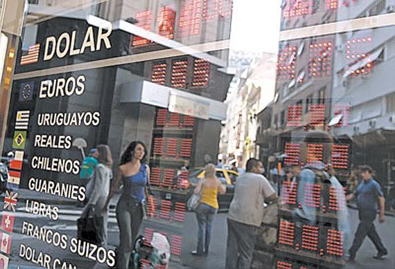 El caso de deuda en Grecia ha desatado significativos cambios de divisas frente al dolar.