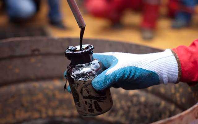 El petróleo abre con una tendencia bajista, mientras que las bolsas tienen comportamientos mixtos