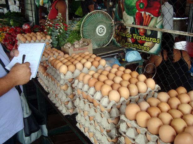 En junio los productos que más redujeron sus precios, respecto a mayo, fueron el huevo con 4.75%; el pollo con 1.22%, mismos que incidieron en el INPC de 0.17%.