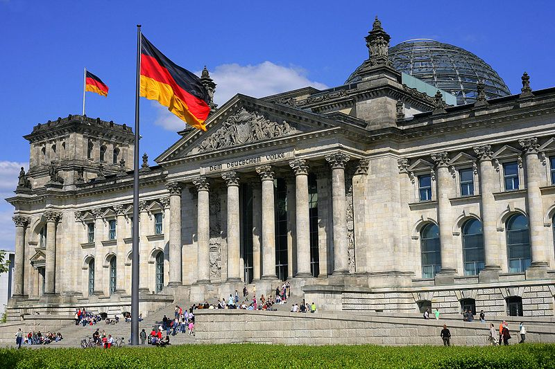 El Parlamento en Alemania aprobó que su canciller Angela Merkel comience negociaciones para un tercer rescate para Grecia.