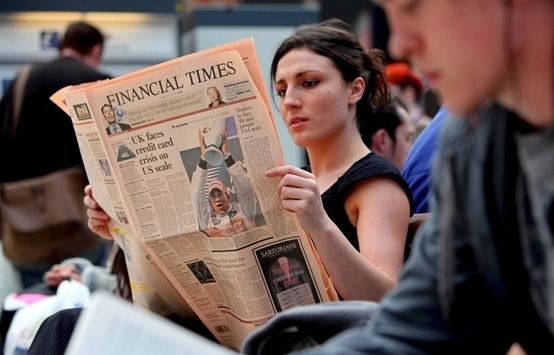 El periódico emblema de la información financiera, existe desde hace 127 años y a este se debe el famoso color durazno en la prensa económica.