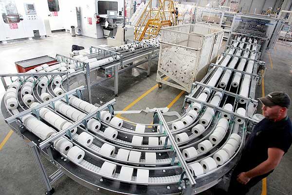 En junio las manufacturas crecieron 0.1% mensual, la construcción se expandieron 0.4% y la minería 1.1%, informó el INEGI.