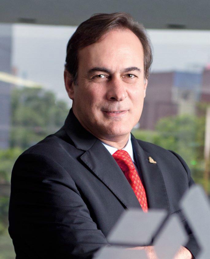 Aunque se de mejor calidad de vida a través de los servicios; la gente lo que necesita es un empleo seguro, dice Juan Pablo Castañón
